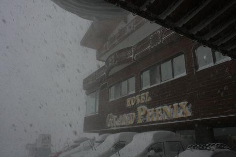 夜が明けたら 吹雪でした・・・・   12月26日朝