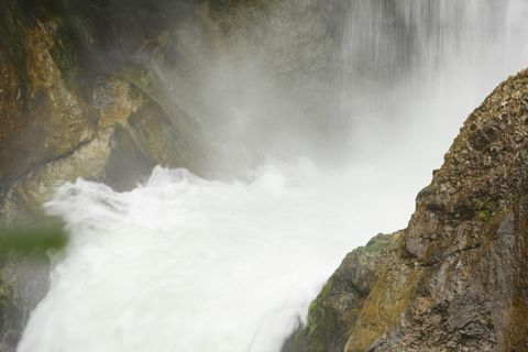 大滝の滝壺  大迫力です
