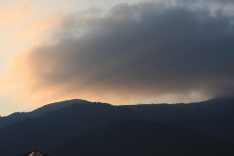 山の夜明け     10月16日早朝
