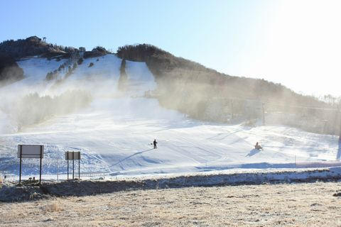 志賀高原・高天原スキー場 オープンしました  12月1日朝 撮影