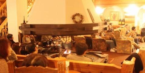 ギターとバイオリンと暖炉の火     12月5日撮影