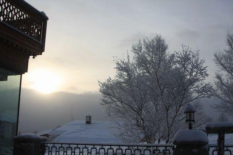 岩菅山から昇る朝日   2月17日早朝 撮影