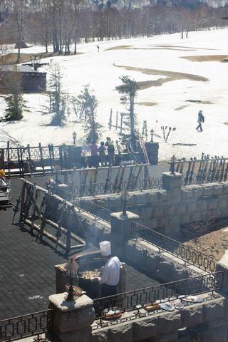 春スキーのランチはやっぱりバーベキュー  5月3日撮影