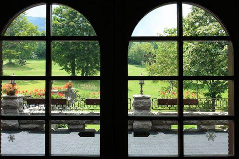 窓越しに眺める立秋   8月7日撮影