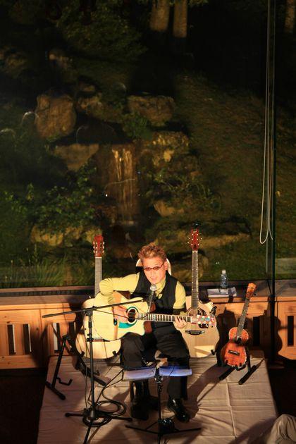 秋の宵はギターの弾き語りに浸って・・・・