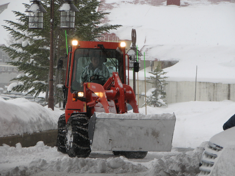 """落とされた雪は """"ママブル""""が即撤去"""