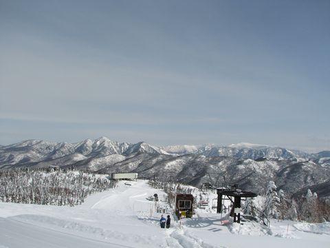 苗場山・八海山などを望む    2月14日朝 撮影