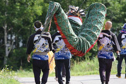 大蛇も人間も 「男は後ろ姿」!    8月27日撮影