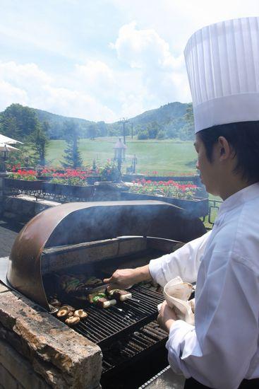 緑の高原に 食欲そそる香りが・・・・      8月13日撮影