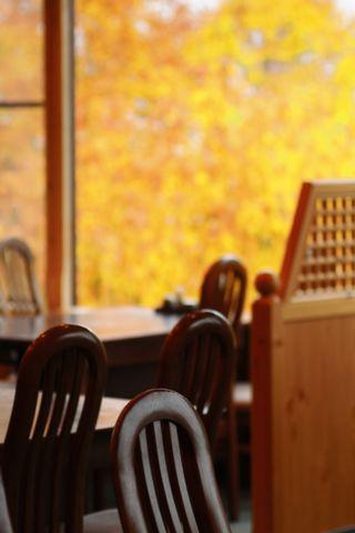 和食堂の窓も・・・・      10月15日撮影