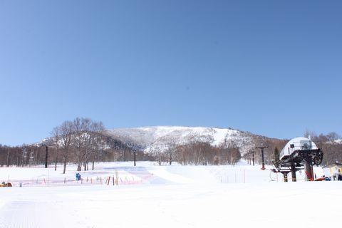 スキー場も春の装い?    3月27日朝撮影