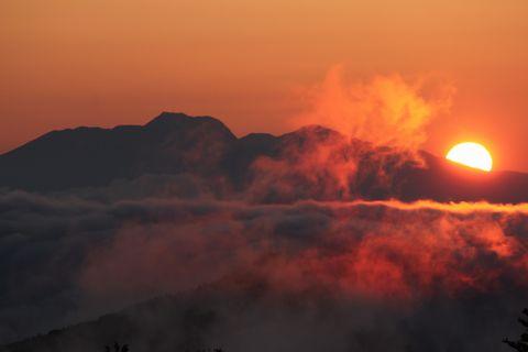 志賀高原一の瀬より 妙高を望む     6月22日午後7時15分撮影