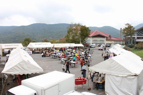 奥志賀・バス停前広場        10月6日撮影
