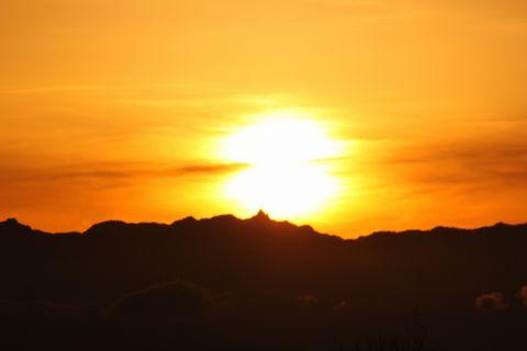 北アルプス槍ヶ岳と夕日