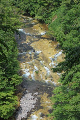 奥志賀渓谷 グリーンタフ(1,000万年前にできた岩床)