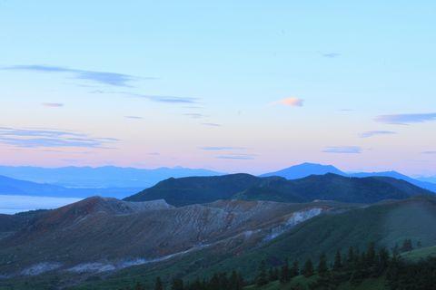 白根山の向こうに浅間山