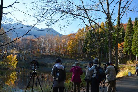 撮影中のご参加者  秋山郷にて      10月30日